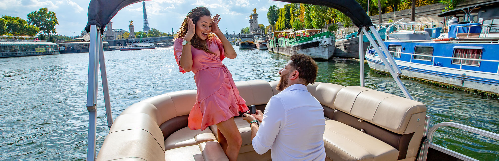 Proposal on a private boat in Paris